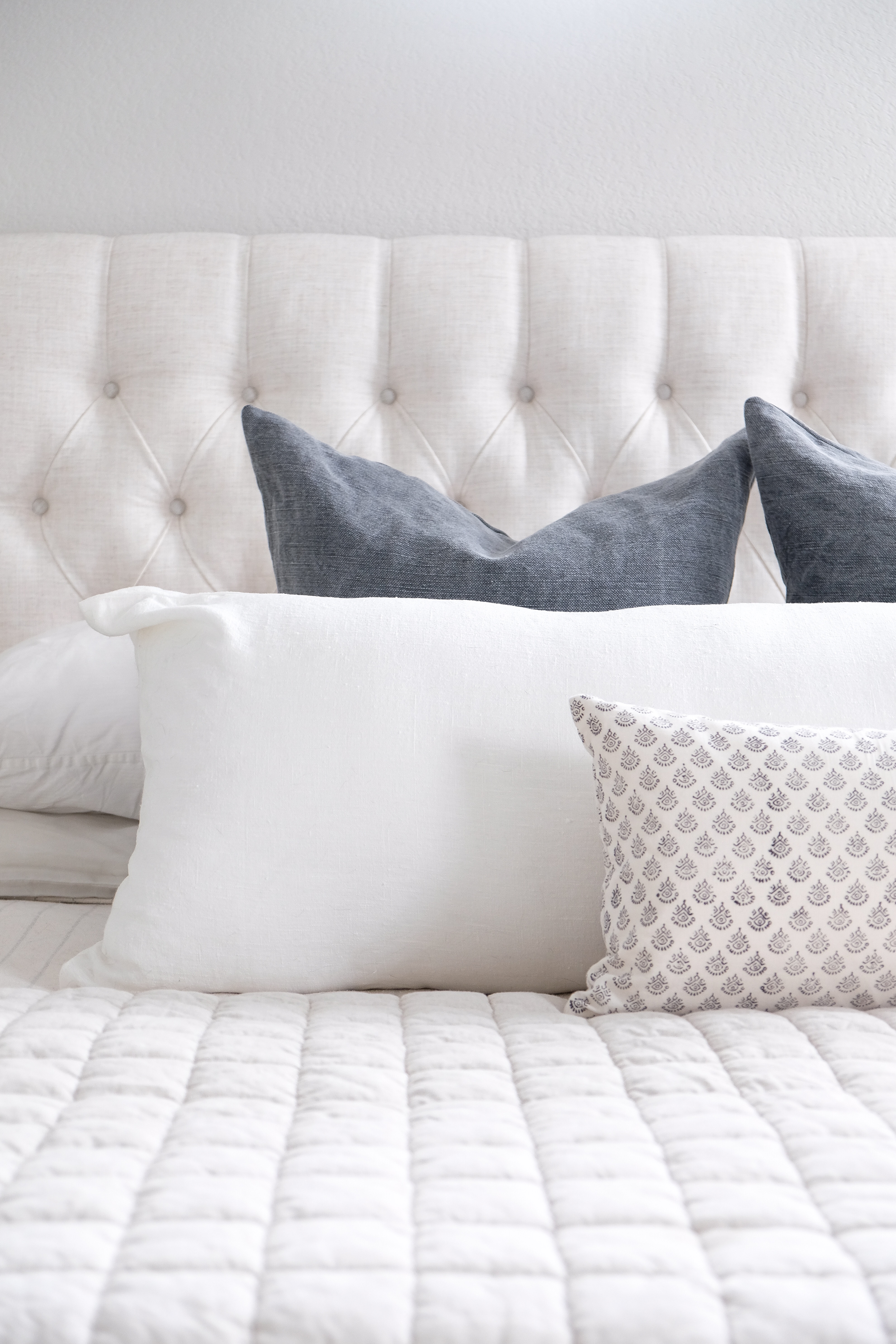 Throw Pillows The Ultimate Guide To Mixing Matching Arranging Gold Coast Canvas